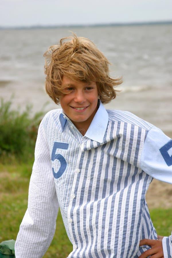 мальчик счастливый outdoors стоковое фото rf