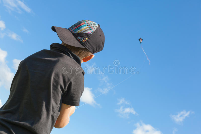 Мальчик с змеем. стоковая фотография rf