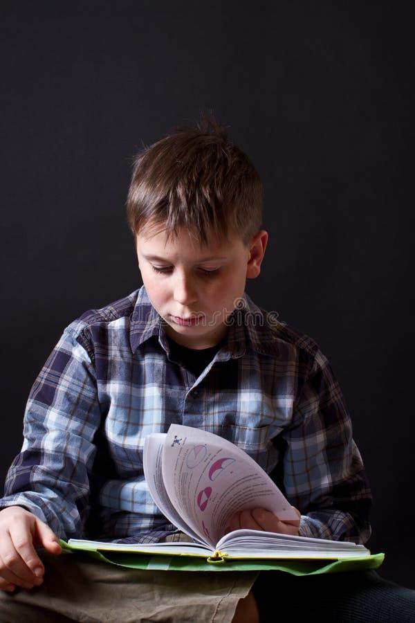 Мальчик с книгой Стоковое Фото