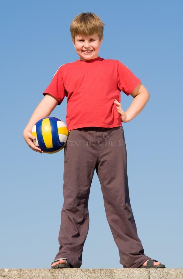 мальчик шарика стоковая фотография