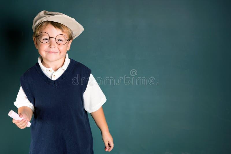Мальчик школы с мелком стоковые изображения rf