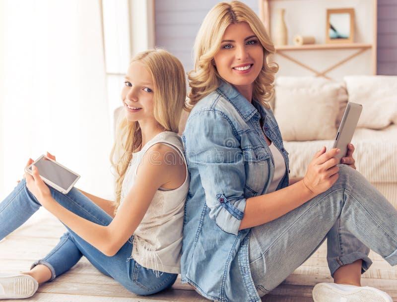 Мама и дочь стоковые изображения rf