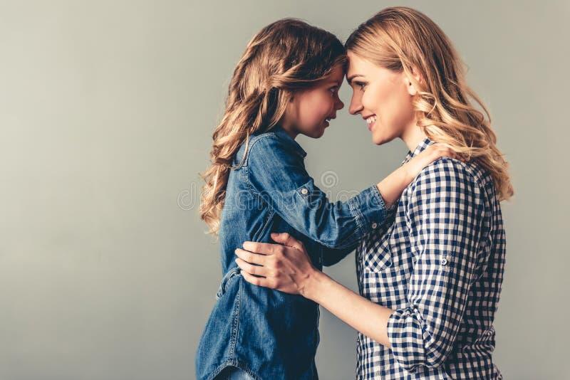 Мама и дочь стоковая фотография rf