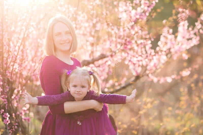 Мама с младенцем стоковые изображения