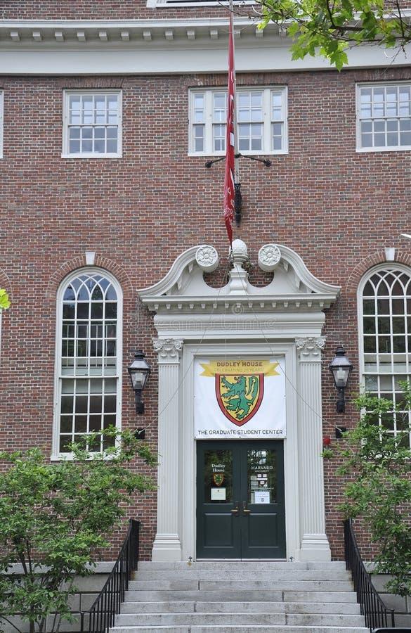 МАМЫ Кембриджа, 30-ое июня: Вход Гарварда Lehman Hall от кампуса Гарварда в положении Кембриджа Massachusettes США стоковые фотографии rf