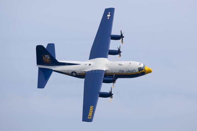 Маневры в воздухе золотого летания самолета рыцарей таблетируя на Атлантик-Сити Airshow стоковая фотография