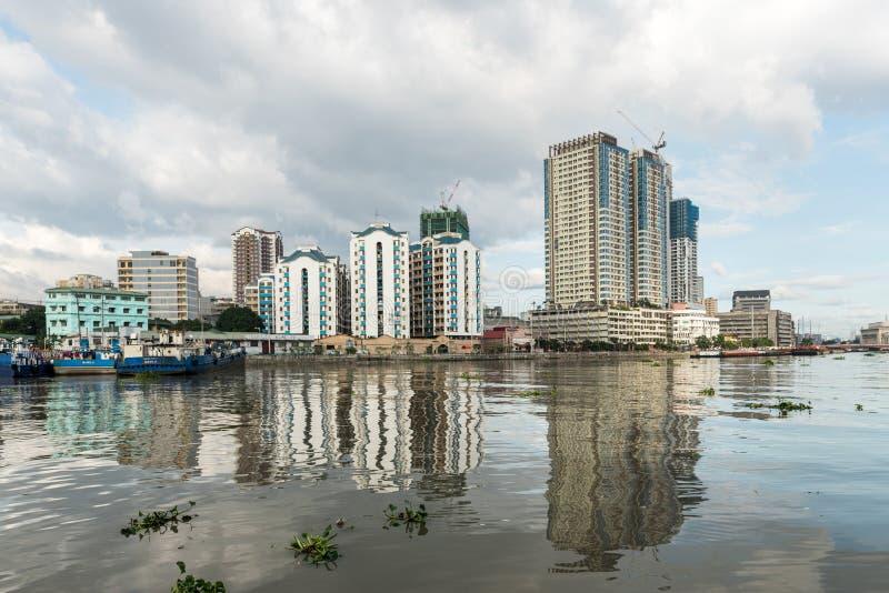 МАНИЛА, ФИЛИППИНЫ - 18-ОЕ ЯНВАРЯ 2018: Река Pasig в Маниле, Филиппинах стоковые изображения rf