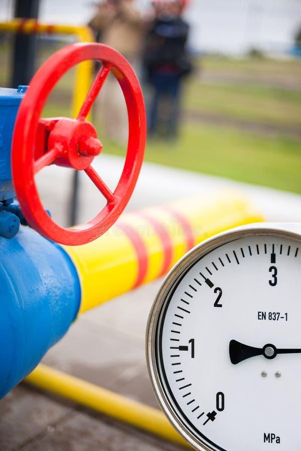 Манометр в производственном процессе нефти и газ для жулика монитора стоковая фотография
