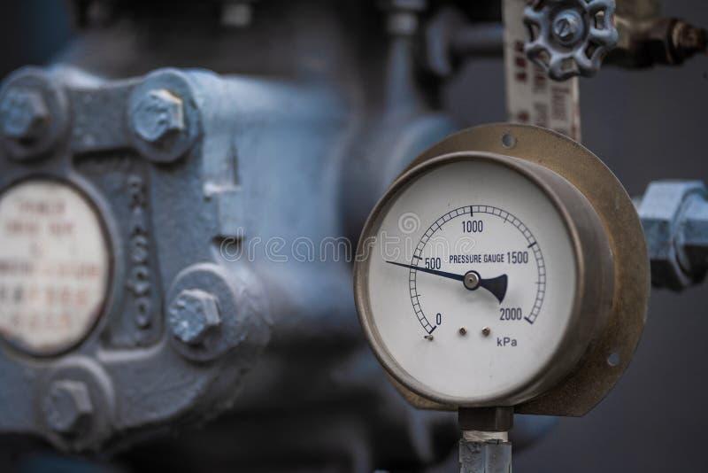 Манометр для измерять атмосферное давление стоковое фото rf