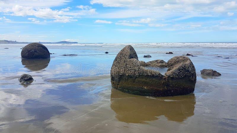 Маорийские утесы в Новой Зеландии стоковое изображение rf