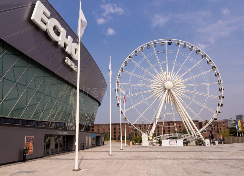 Марина большого колеса и отголоска Ливерпуля стоковые фото