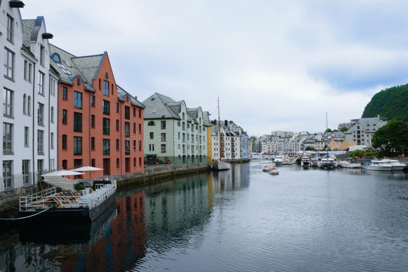 Марина и шлюпки в Alesund стоковые изображения rf