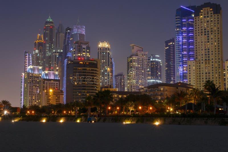 Марина района в Дубай на ноче стоковое фото