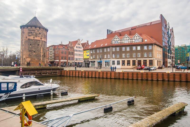 Марина со шлюпками причаливая в старом канале гавани на старом городке, Гданьск, Польше стоковые фото