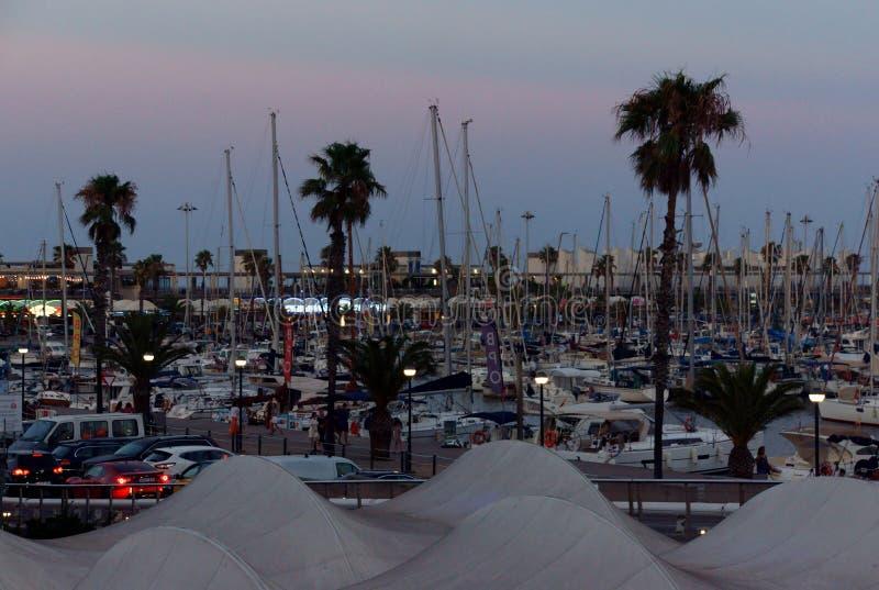 Марина яхты Барселоны в раньше eveing стоковое фото