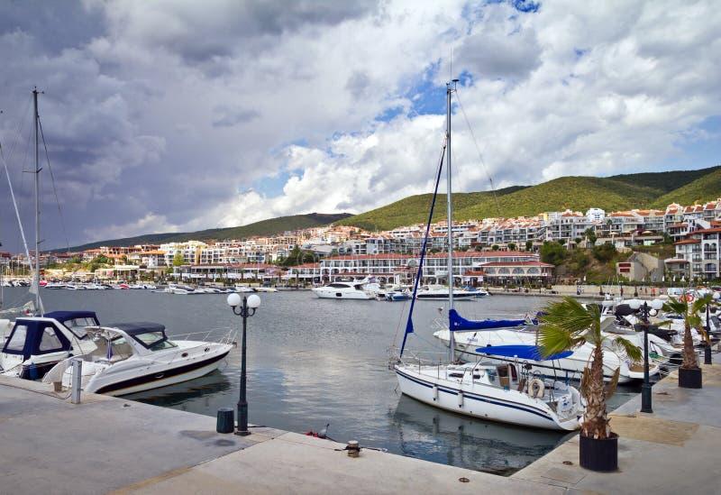 Download Марина яхты стоковое изображение. изображение насчитывающей парусник - 33725441