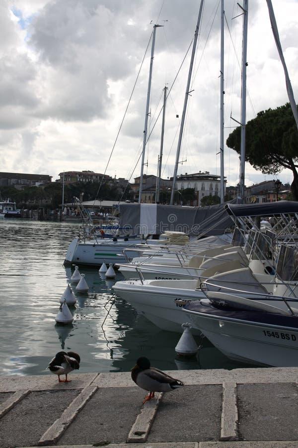 Марина яхт и небо шторма стоковое изображение rf
