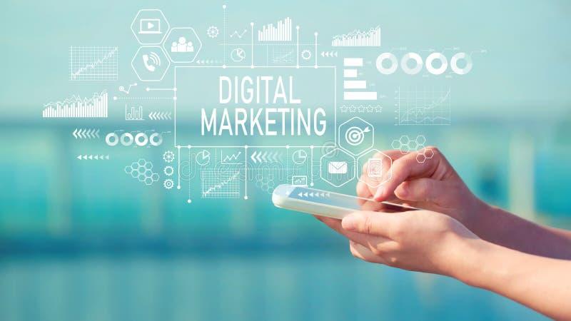 Маркетинг цифров с smartphone стоковые изображения
