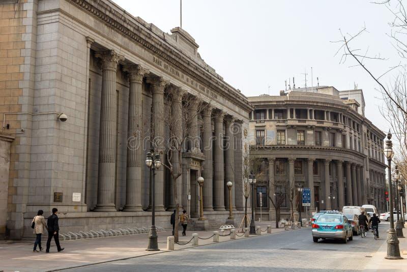 Марк 2014 - Тяньцзинь, Китай - улицы в центре города Тяньцзиня полно старых европейских зданий стиля стоковые изображения