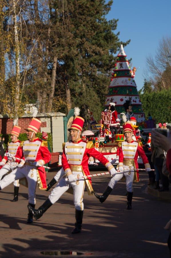 Маршируя оловянные солдатики стоковые фото