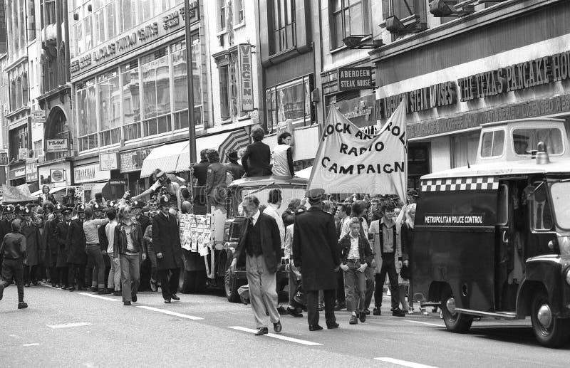 Марш кампании радио рок-н-ролл стоковое изображение