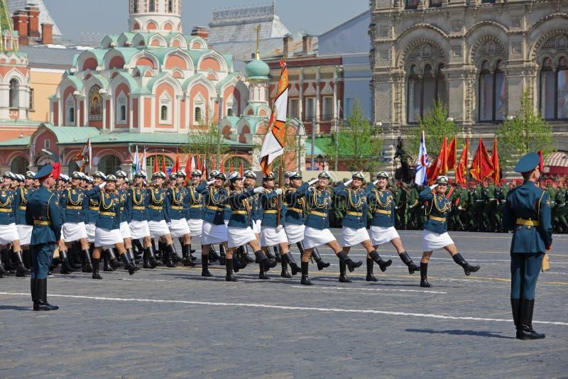 Марш курсантов-женщин стоковое фото