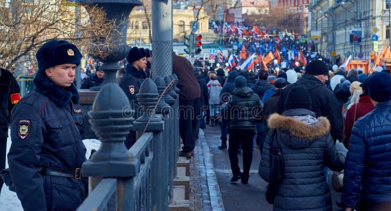 Марш памяти сраженного политика Бориса Nemtsov стоковые фото