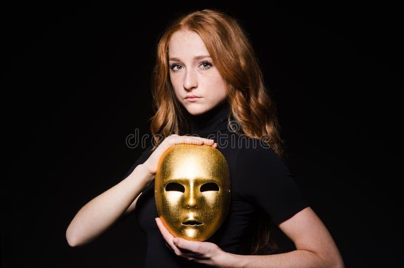 Маска iwith женщины Redhead стоковое фото