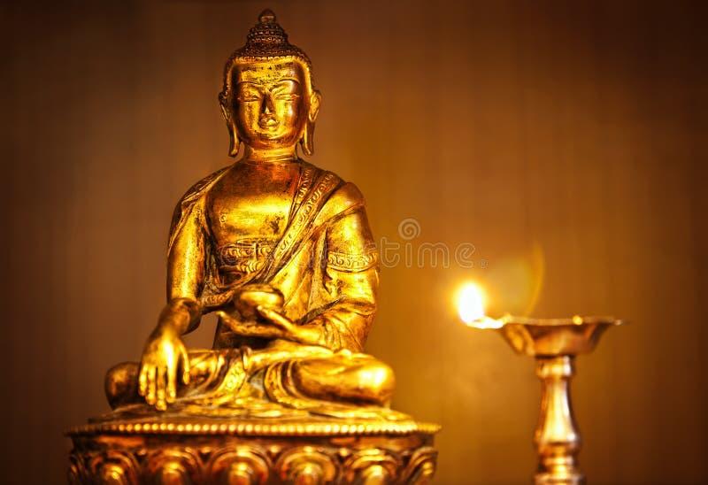 масло светильника Будды золотистое стоковое изображение rf