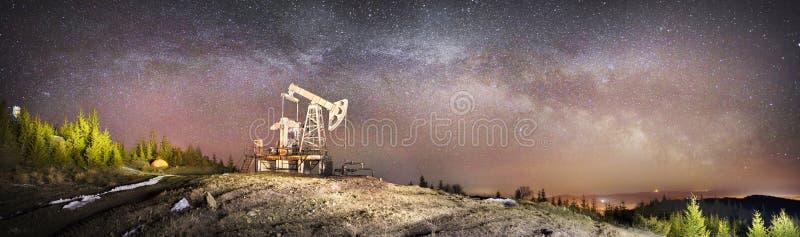 Масляный насос и звезды стоковая фотография
