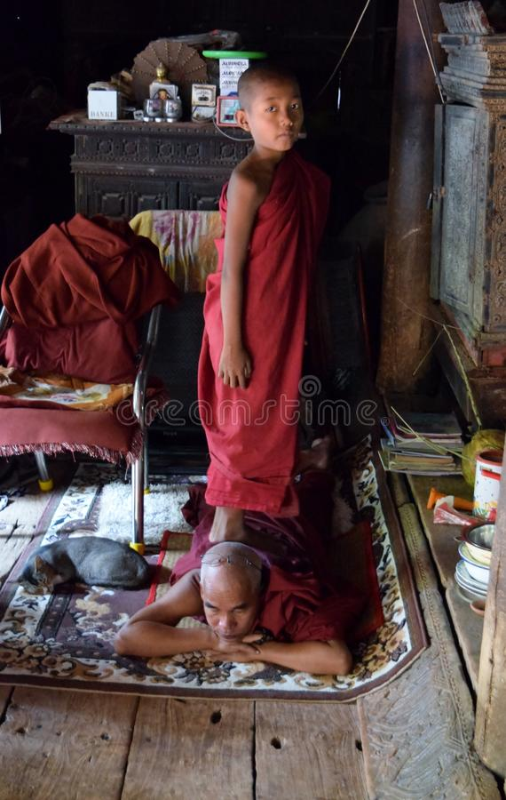 Массаж монаха стоковое фото