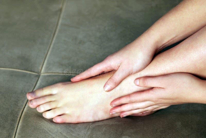 массаж ноги личный стоковое изображение rf