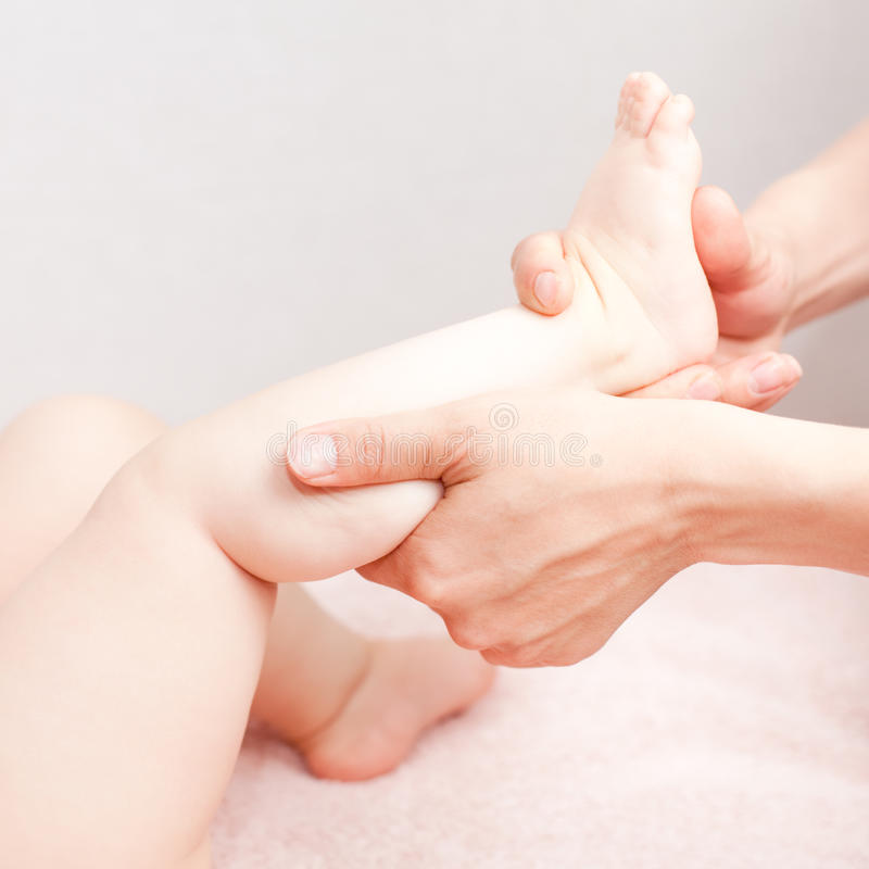 массаж ноги стоковые изображения rf