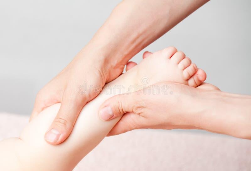 массаж ноги стоковое фото rf