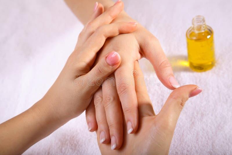 массаж руки стоковые изображения rf