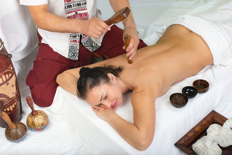 массаж тайский терапия Tok-sen стоковые фотографии rf