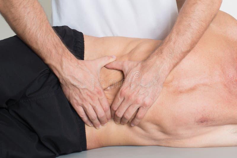 Массаж ткани мышцы стоковая фотография rf