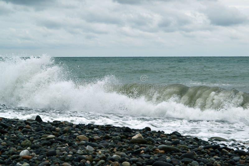 Массивнейшие проломы зеленой волны стоковое фото