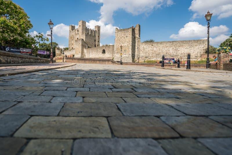 Массивнейшие стены замка Rochester стоковое фото