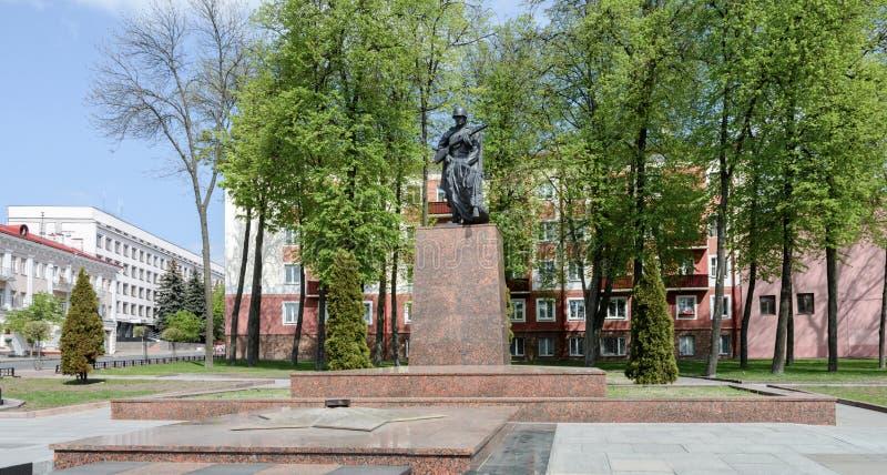 Массовое захоронение и вечное пламя расположены на трудовом квадрате в Gomel Пересечение бульвара Ленин с Internatsionalnaya стоковые фотографии rf