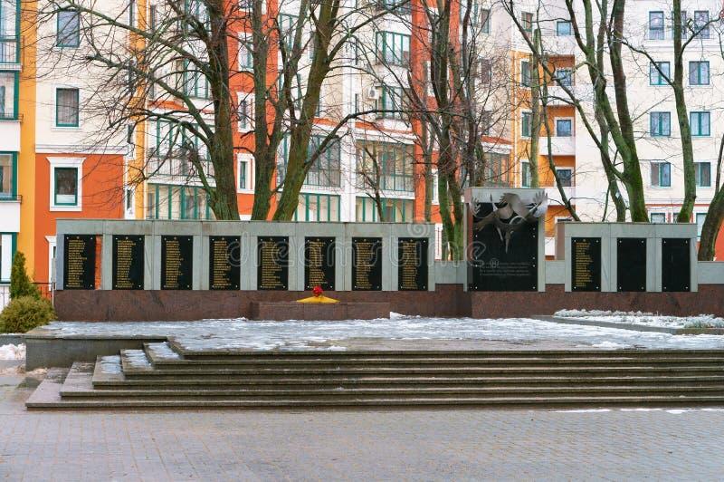 Массовое захоронение тех убитых в войне 1941-1945, памятник упаденным солдатам Второй Мировой Войны стоковые изображения