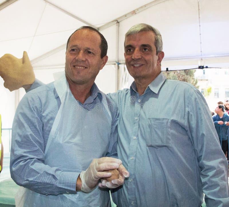 Мастерская выпечки matzah мэра Nir Barkat На  стоковые изображения rf