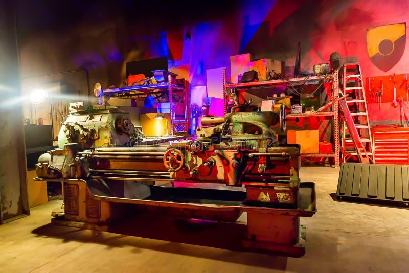 Мастерская гаража с инструментами стоковое изображение