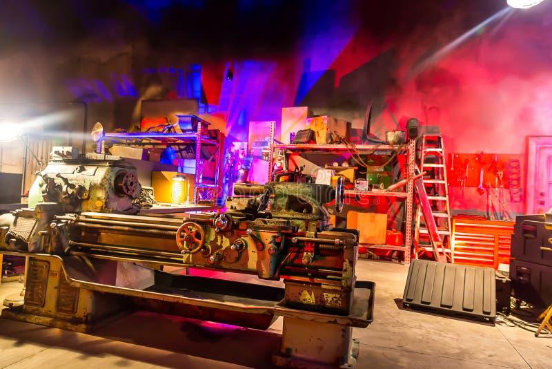 Мастерская гаража с инструментами стоковая фотография
