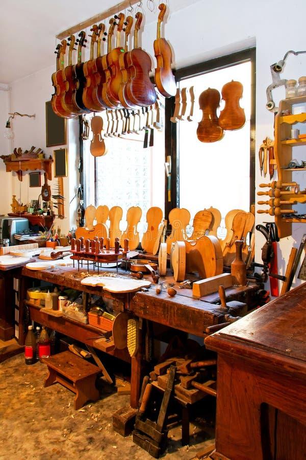 мастерская скрипки стоковое изображение