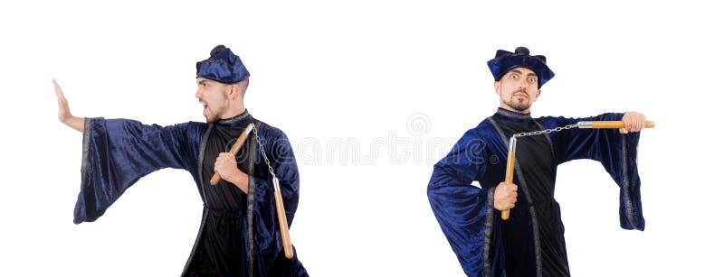 Мастер боевых искусств с нунчаками на белом стоковое фото
