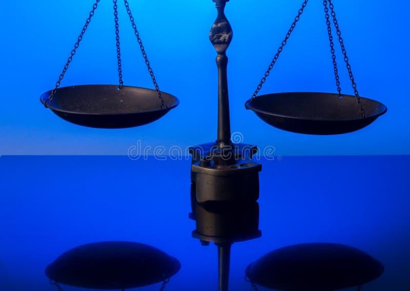 Масштабы антиквариата закона стоковое изображение