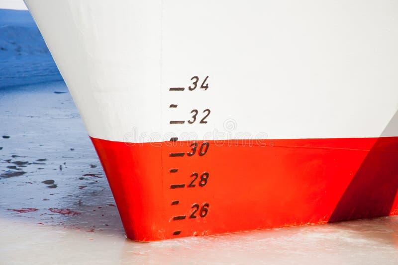 Масштаб определять проект на корпусе судна стоковые фотографии rf