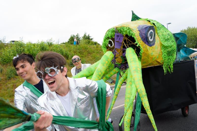 Масленица парада фестиваля гигантов в Telford Шропшире стоковые изображения