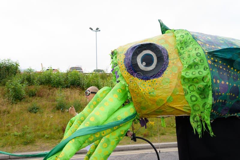 Масленица парада фестиваля гигантов в Telford Шропшире стоковое фото
